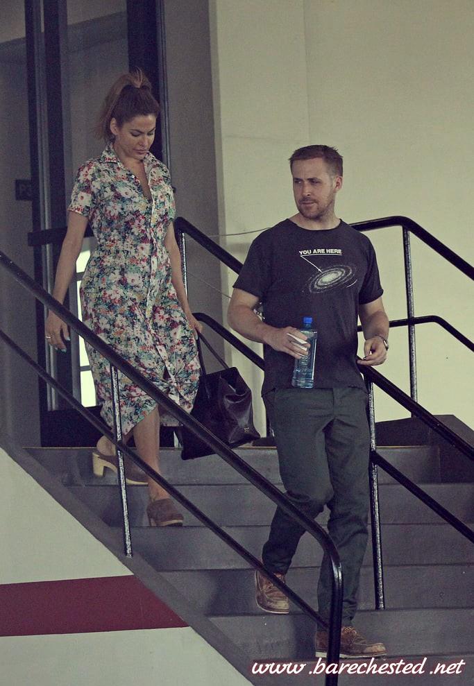 Barechested Ryan Gosling Eva Mendes